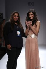 Diana Penty walk the ramp for Sakshee Pradhan Show at Wills Lifestyle India Fashion Week 2012 day 2 on 7th Oct 2012 (1).JPG
