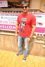 Vivek Oberoi at free eye check up camp organized by Western India Film Producers Association and Lions Club Of Millennium in Mumbai on 7th Oct 2012 (2).JPG