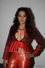 Tannishtha Chatterjee at Wills Lifestyle India Fashion Week 2012 day 4 on 9th Oct 2012,1 (35).JPG