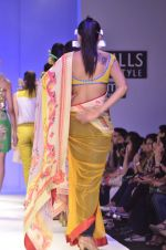 Model walk the ramp for Nida Mahmood Show at Wills Lifestyle India Fashion Week 2012 day 5 on 10th Oct 2012 (108).JPG