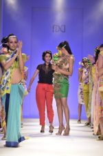 Model walk the ramp for Nida Mahmood Show at Wills Lifestyle India Fashion Week 2012 day 5 on 10th Oct 2012 (98).JPG