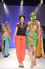 Model walk the ramp for Nida Mahmood Show at Wills Lifestyle India Fashion Week 2012 day 5 on 10th Oct 2012 (100).JPG