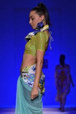 Model walk the ramp for Nida Mahmood Show at Wills Lifestyle India Fashion Week 2012 day 5 on 10th Oct 2012 (63).JPG