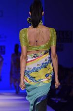 Model walk the ramp for Nida Mahmood Show at Wills Lifestyle India Fashion Week 2012 day 5 on 10th Oct 2012 (65).JPG