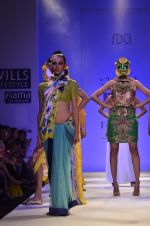 Model walk the ramp for Nida Mahmood Show at Wills Lifestyle India Fashion Week 2012 day 5 on 10th Oct 2012 (93).JPG
