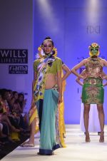 Model walk the ramp for Nida Mahmood Show at Wills Lifestyle India Fashion Week 2012 day 5 on 10th Oct 2012 (94).JPG
