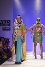 Model walk the ramp for Nida Mahmood Show at Wills Lifestyle India Fashion Week 2012 day 5 on 10th Oct 2012 (95).JPG