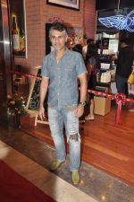 Arjun Khanna at the Inauguration of KIEHL_s outlet in South Mumbai on 14th Oct 2012 (2).JPG