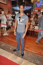 Siddharth Mallya at the Inauguration of KIEHL_s outlet in South Mumbai on 14th Oct 2012 (11).JPG