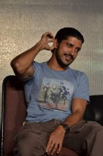 Farhan Akhtar at the music launch of film Talaash in Mumbai on 18th Oct 2012 (197).JPG