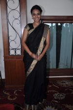 Swara Bhaskar at the launch of Abhishek Sharma_s Fitness on the go book in MCA on 20th Oct 2012 (2).JPG