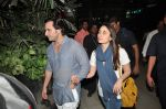 Saif Ali Khan and Kareena Kapoor return to mumbai after wedding on 22nd Oct 2012 (12).JPG