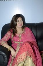 Alka Yagnik at Abhijeet_s durga celebrations in Andheri, Mumbai on 23rd Oct 2012 (78).JPG