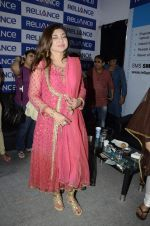 Alka Yagnik at Abhijeet_s durga celebrations in Andheri, Mumbai on 23rd Oct 2012 (80).JPG