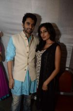 Jackky Bhagnani, Nidhi subbaiah at Ajab Gajab Love promotions in Juhu, Mumbai on 23rd Oct 2012 (40).JPG