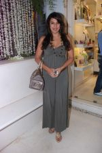 Pooja Bedi at Azeem Khan accessories launch in Mumbai on 24th Oct 2012 (92).JPG