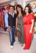 Pooja Bedi at Azeem Khan accessories launch in Mumbai on 24th Oct 2012 (98).JPG