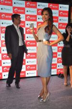 Esha gupta at iphone 5 launch on 2nd Nov 2012 (20).JPG
