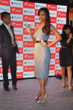 Esha gupta at iphone 5 launch on 2nd Nov 2012 (21).JPG