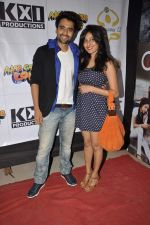 Jackky Bhagnani, Nidhi Subbaiah at Ajab Gajab Love promotions at NM college in Juhu, Mumbai on 1st Nov 2012 (101).JPG