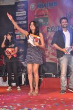 Jackky Bhagnani, Nidhi Subbaiah at Ajab Gajab Love promotions at NM college in Juhu, Mumbai on 1st Nov 2012 (113).JPG