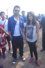 Jackky Bhagnani, Nidhi Subbaiah at Max Bupa marathon in MMRDA on 4th Nov 2012 (83).JPG