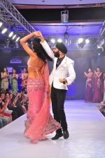 A D Singh with Nathalia Kaur at Kingfishers coimbaitore fashion week on 6th Nov 2012 (8).JPG