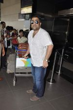 Kunal Ganjawala leave for Dubai on 7th Nov 2012 (19).JPG