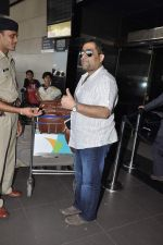 Kunal Ganjawala leave for Dubai on 7th Nov 2012 (22).JPG