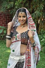 Sadhika Randhawa at Bhanwari Ka Jaal on location in Mumbai on 7th Nov 2012 (44).JPG