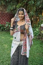 Sadhika Randhawa at Bhanwari Ka Jaal on location in Mumbai on 7th Nov 2012 (46).JPG