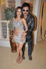 Piu Chouhan, Shakti Kapoor at Item Song shoot of film Jaalsaaz in Future Studio, Mumbai on 8th Nov 2012 (40).JPG