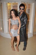 Piu Chouhan, Shakti Kapoor at Item Song shoot of film Jaalsaaz in Future Studio, Mumbai on 8th Nov 2012 (43).JPG