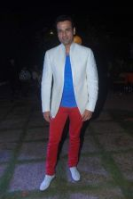 Rohit Roy at Ashutosh Rana_s Birthday Bash, given by his wife Renuka Shahane in The Club, Mumbai on 8th Nov 2012 (75).JPG