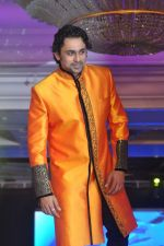 Anuj Saxena walk the ramp at Umeed-Ek Koshish charitable fashion show in Leela hotel on 9th Nov 2012.1 (21).JPG