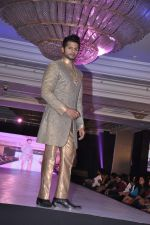 Karnvir Bohra walk the ramp at Umeed-Ek Koshish charitable fashion show in Leela hotel on 9th Nov 2012 (67).JPG