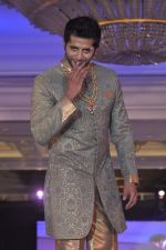 Karnvir Bohra walk the ramp at Umeed-Ek Koshish charitable fashion show in Leela hotel on 9th Nov 2012,1 (51).JPG