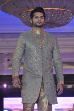 Karnvir Bohra walk the ramp at Umeed-Ek Koshish charitable fashion show in Leela hotel on 9th Nov 2012,1 (52).JPG