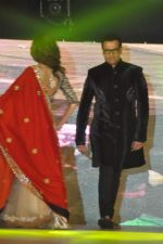Rohit Roy walk the ramp at Umeed-Ek Koshish charitable fashion show in Leela hotel on 9th Nov 2012,1 (25).JPG