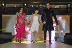 Rohit Roy, Manasi Joshi Roy walk the ramp at Umeed-Ek Koshish charitable fashion show in Leela hotel on 9th Nov 2012.1 (35).JPG
