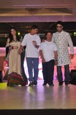 Vivian Dsena walk the ramp at Umeed-Ek Koshish charitable fashion show in Leela hotel on 9th Nov 2012.1 (72).JPG