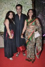 Rohit Roy, Manasi Joshi Roy at Kiran Bawa_s Diwali Bash on 12th Nov 2012 (101).JPG