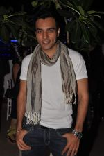 Chaitanya Chaudhary at designer Manali Jagtap_s birthday bash in Mumbai on 19th Nov 2012 (2).JPG