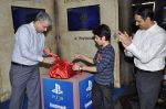 Darsheel Safary at playstation game launch in Infinity Mall, Mumbai on 20th Nov 2012 (15).JPG