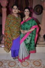 Supriya Pilgaonkar, Shagufta Ali on location with Star Pariwar in Filmcity, Mumbai on 22nd Nov 2012 (8).JPG