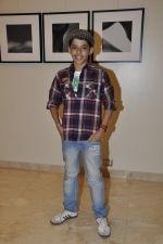 Darsheel Safary at Vikram Bawa_s photography exhibition Worli, Mumbai on 24th Nov 2012 (10).JPG