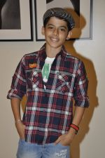 Darsheel Safary at Vikram Bawa_s photography exhibition Worli, Mumbai on 24th Nov 2012 (11).JPG