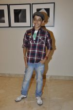 Darsheel Safary at Vikram Bawa_s photography exhibition Worli, Mumbai on 24th Nov 2012 (8).JPG