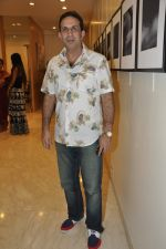 Parvez Damania at Vikram Bawa_s photography exhibition Worli, Mumbai on 24th Nov 2012 (20).JPG