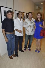 Parvez Damania at Vikram Bawa_s photography exhibition Worli, Mumbai on 24th Nov 2012 (21).JPG